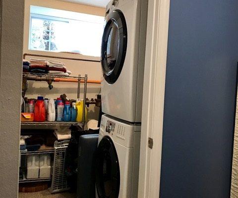 9 Hamlin Laundry area