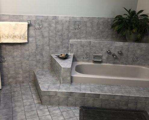 566 Travis dual entry to main fl bath