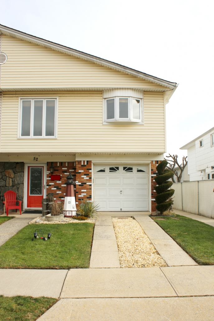 52 Graham front exterior view 1