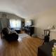 180 Auburn living room